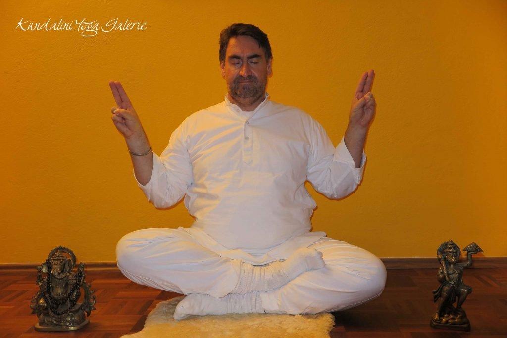 Kundalini Yoga Galerie Schule Münster - Meditation Lächelnder Buddha