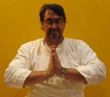 Kundalini Yoga Galerie Schule Münster - Meditation Ausstrahlung und Schutz aus dem Herzen
